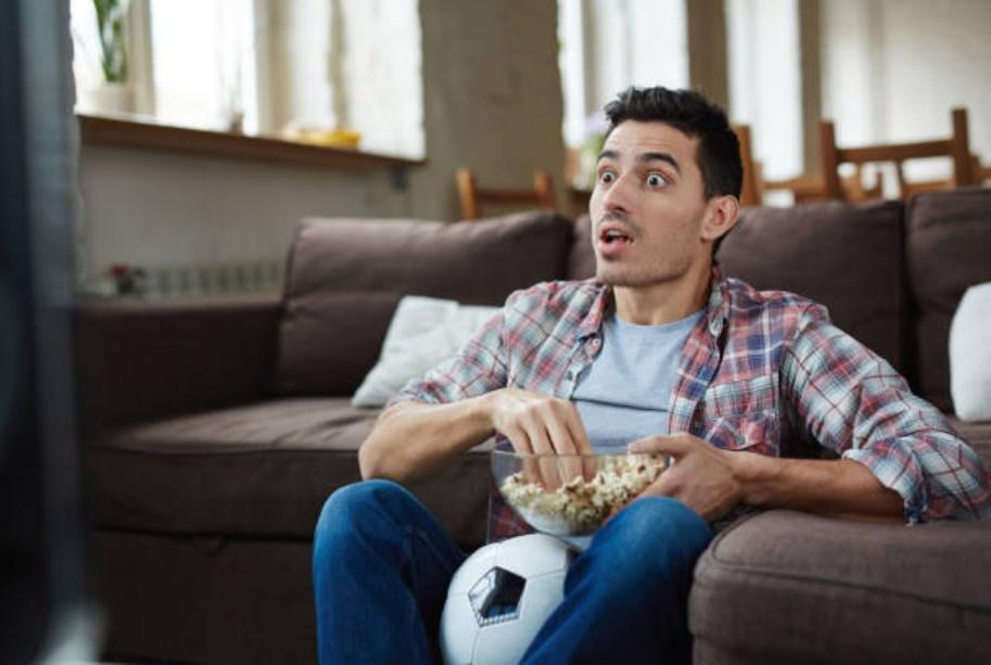 Си нашол помлада девојка и ја избркал сопругата: Следниот ден гледал ТВ и останал во шок