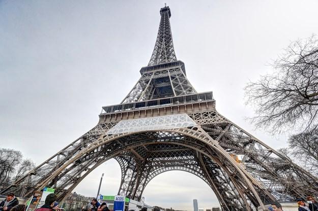 Ајфеловата кула затворена за посетители поради силни ветрови