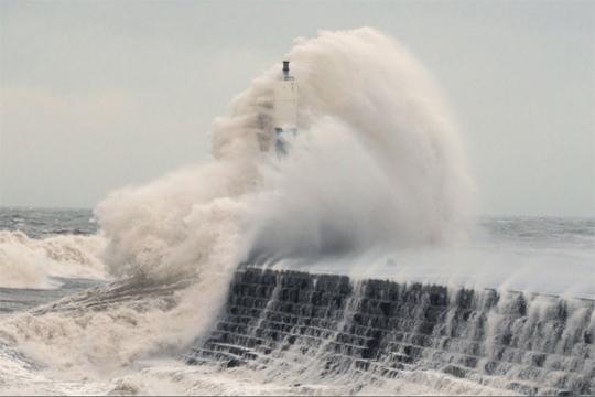 Северозапдна Европа зафатена од бурата Елеанор