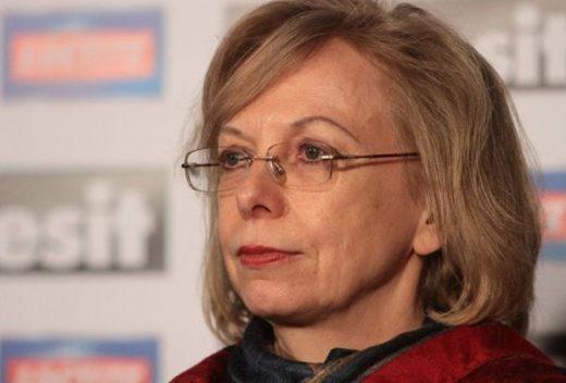 """Амбасадорката Кноц во 2009 г. зборуваше: """"Македонците од градинка ќе учат албански, Македонија ќе биде Северна"""""""