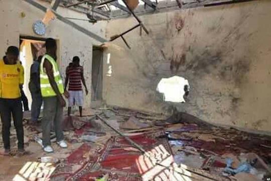Најмалку 11 верници убиени во самоубиствен напад врз џамија во Нигерија