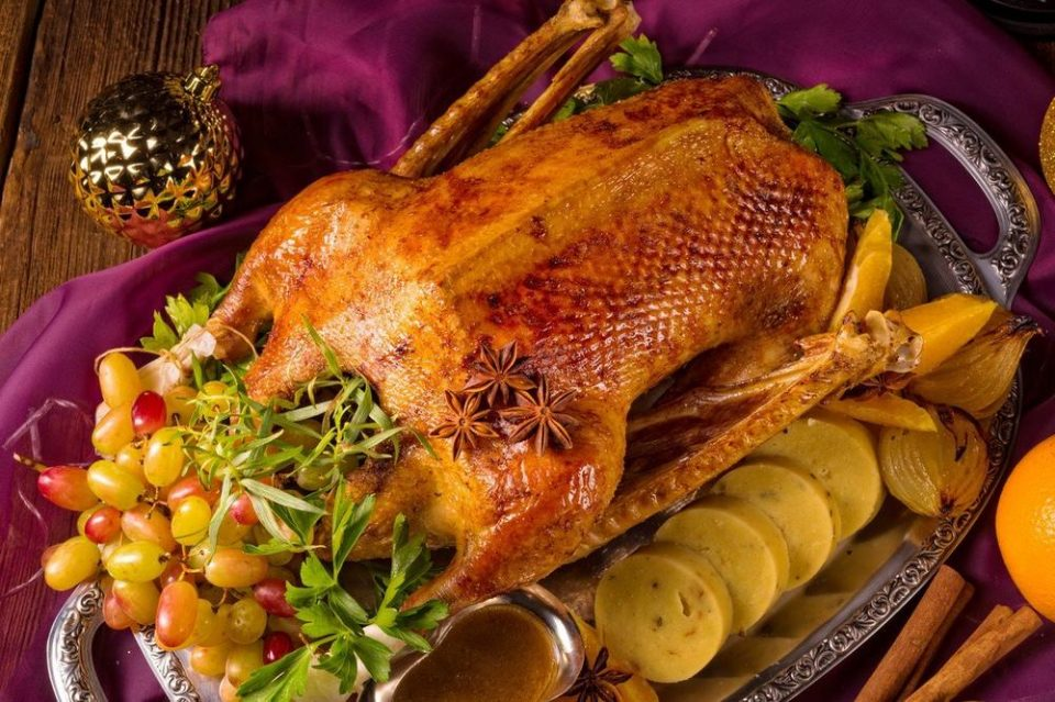 Ваков божиќен ручек не очекувале: Баба случајно ги издрогирала децата и внуците, сите имале халуцинации