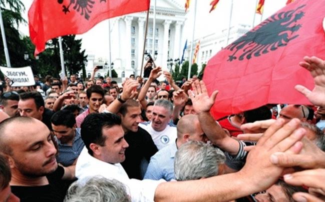 СДСМ донесе неуставен закон за двојазничност, Македонија се редефинира!