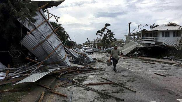 ФОТО: Циклонот Гита ја опустоши Тонга