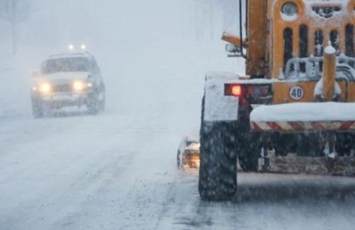 Снегот предизвика проблеми на патиштата  Поради лавина во целосен прекин патот Маврово Дебар