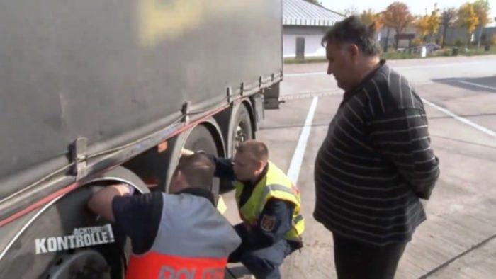 Како македонски камионџија се справува со германска полиција  Тој му вика имаш лоши гуми  а нашиот вели