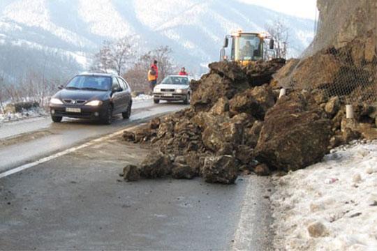 Голем одрон на патот: Сообраќајот на патот Тетово-Попова Шапка по една лента