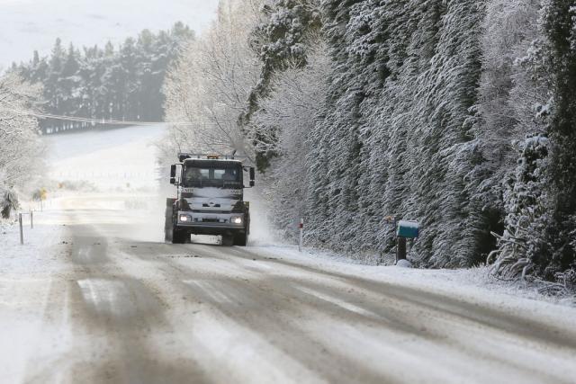 Забрана за тешки товарни возила на патот Маврово Дебар