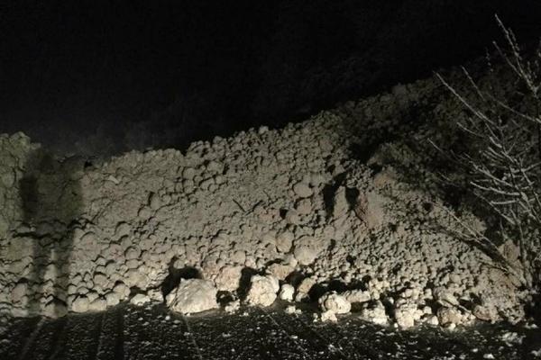 Прекини и забрани за сообраќај на дел од патиштата  отсечен патот Маврово   Дебар поради снежна лавина