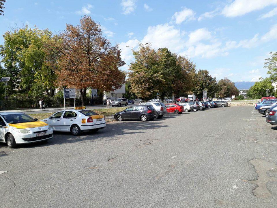 Општина Карпош демантира дека воведува зонско паркирање