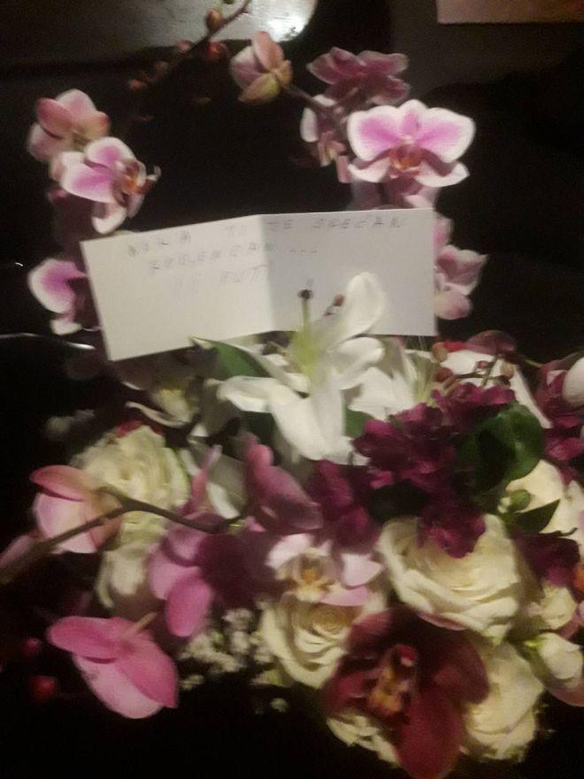 Аца Лукас испрати цвеќе за роденденот на Соња, кога ја прочитала пораката на картичката сигурно збеснала