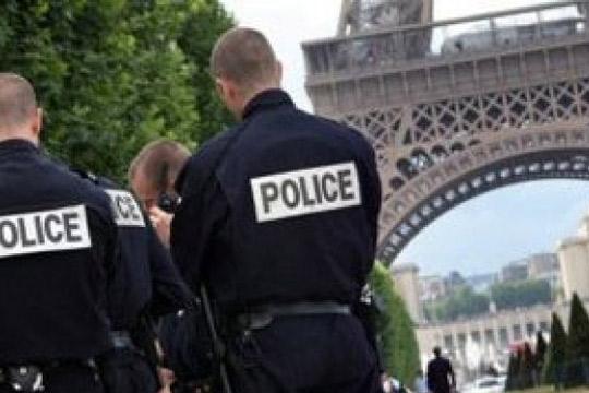 Во Франција распоредени дополнителни 97.000 полицајци и војници за празниците