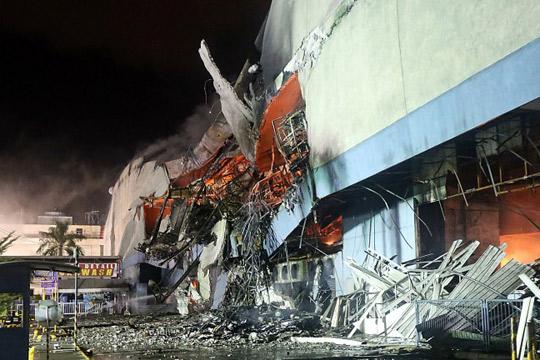 Најмалку 37 жртви во пожар во трговски центар на Филипините