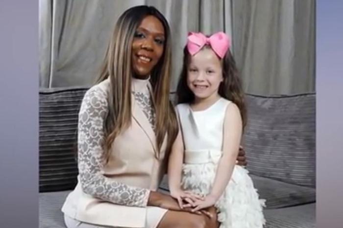 Упорно прашував дали е ова моето бебе: Црнкиња роди бело девојче со руса коса и сини очи, еве како се случи тоа (ФОТО)