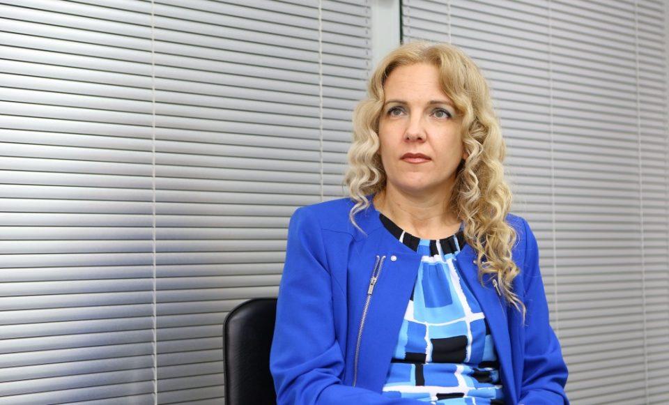"""Каракамишева: Најмалку 4.000 приватни фирми ќе треба да извршат промени во регистрацијата и да го избришат името """"Македонија"""""""