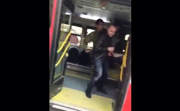 ВИДЕО: Момче избодено со нож во автобус на ЈСП