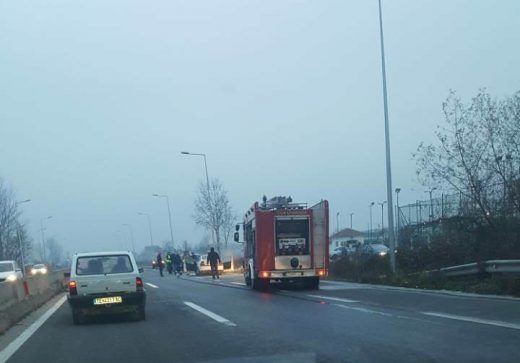ФОТО: Се запали автомобил на патот Тетово – Гостивар