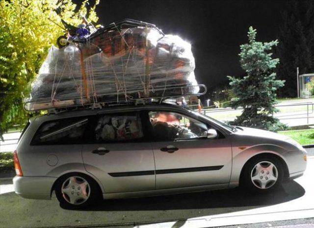 """Наш иселеник во Швајцарија со возило се обидел да """"пренесе"""" цела куќа"""