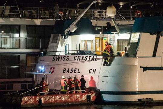Патнички брод удри во столб на мост на реката Рајна, 25 повредени