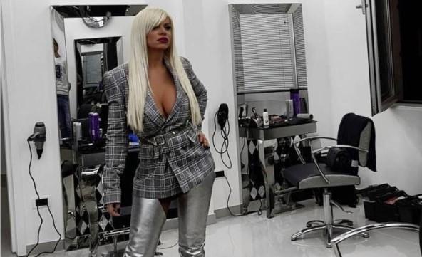 ФОТО: Дара Бубамара облече чизми како Карлеуша, ама и стојат како да е робот
