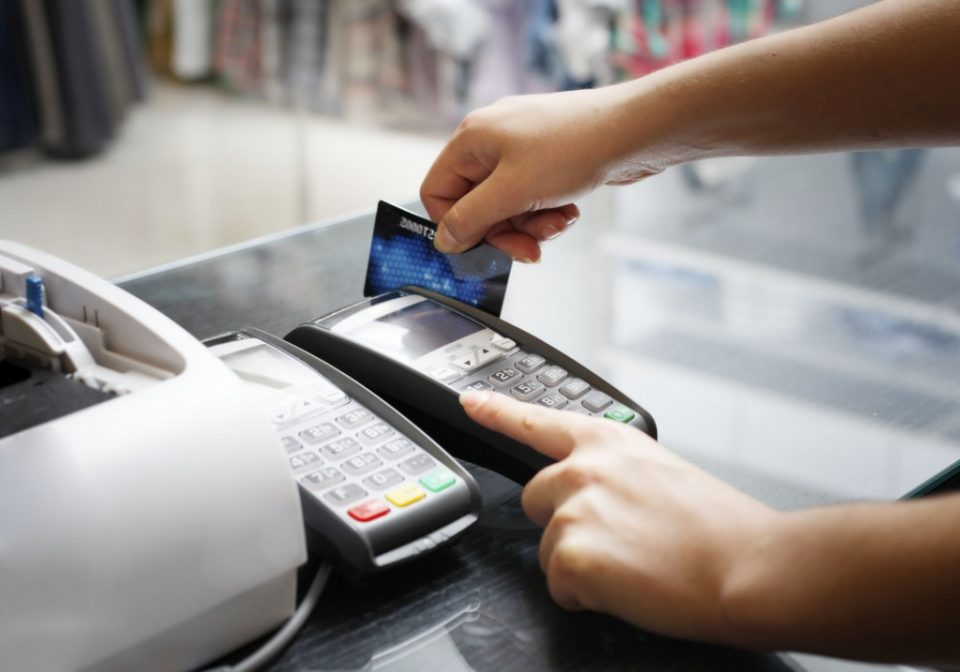 Внимателно: Места на кои не би требало да користите кредитни и дебитни картички