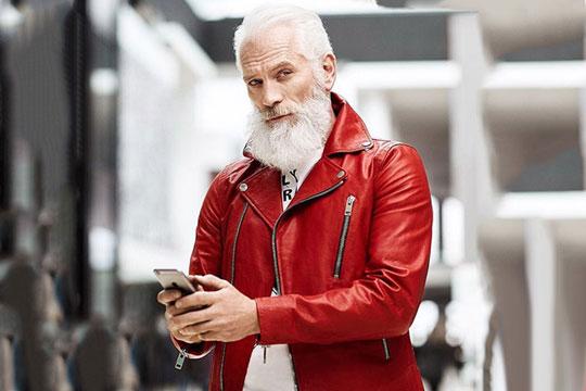 Стана вистинска интернет сензација: Прогласен е за најсекси Дедо Мраз, а неговата популарност се зголемува од ден во ден