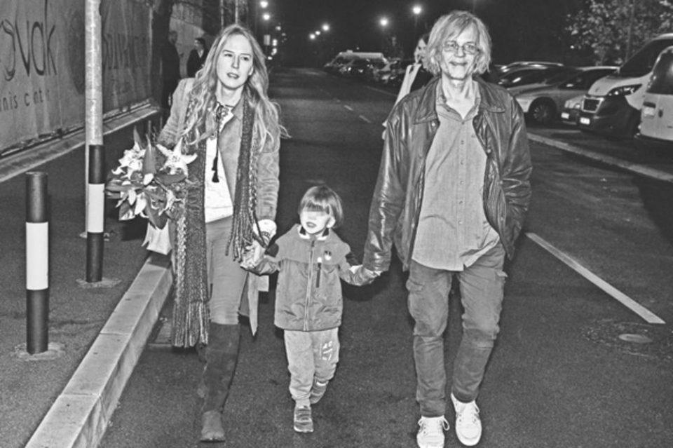 И КАМЕН БИ ЗАПЛАКАЛ: Последен поздрав со малиот Дејан- кремиран синот на Жика и Ана (Фото)