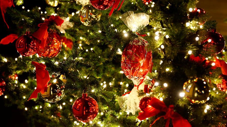 Грешка што скоро сите ја правиме со новогодишната елка, а може да е опасна по живот
