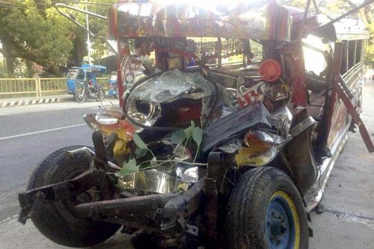 Во несреќа на Филипини загинаа 20 члена на една фамилија, одејќи на божиќна миса