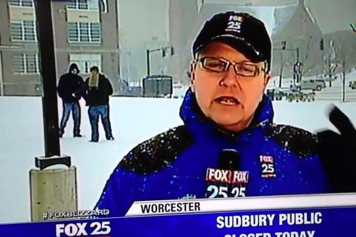 Дилање на дрога во живо на вести: Наместо снежната бура сите гледачи се шокираа од оваа глетка пред камерите