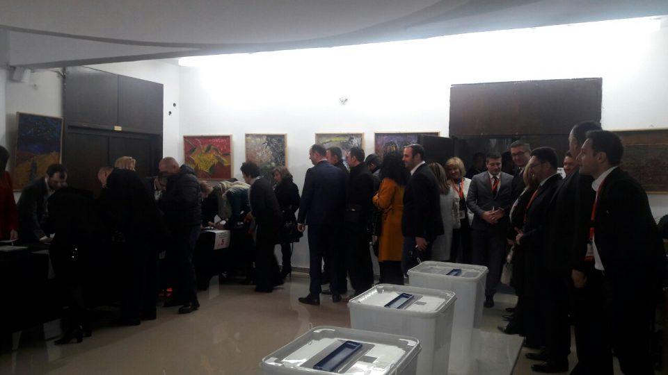 ВИДЕО: Делегатите гласаат за нов претседател на ВМРО-ДПМНЕ