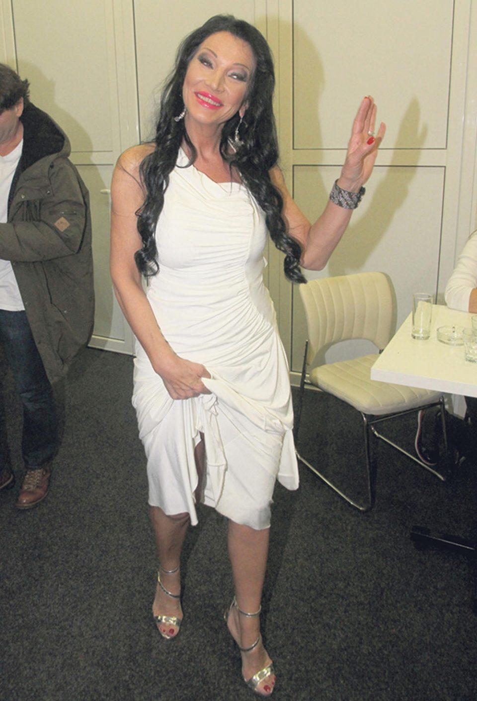 Момчето ѝ е обвинето за убиство- српската пејачка ќе се мажи во затвор?