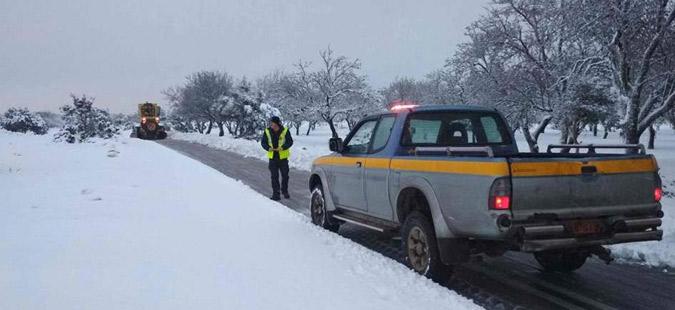 Снегот во Грција предизвика големи проблеми- патниците во автомобили чекале и по 8 часа!