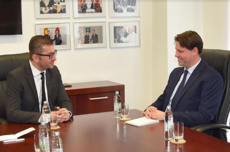 Мицкоски на средба со шефот за политички односи на Канцеларијата на ЕУ во Македонија, Холуб