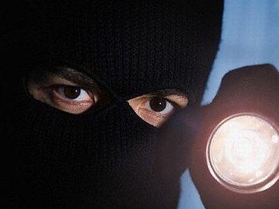 Вооружен крадец украл пари од брокерско друштво од Куманово