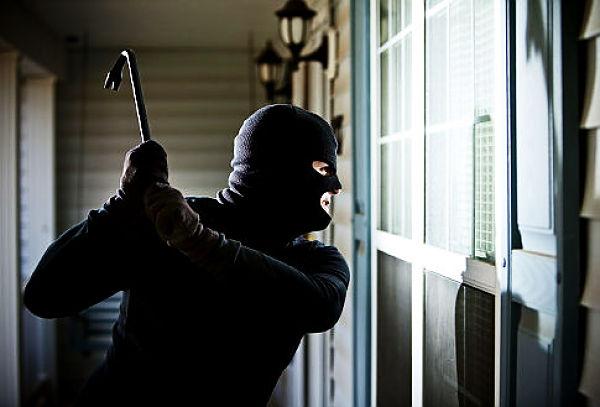 Крадел во продажен објект и бил фатен на дело – приведен крадец од Скопје
