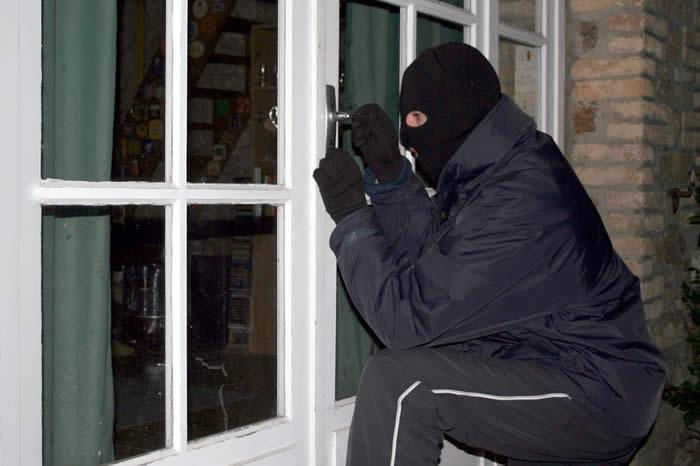 Албански државјани осомничени за тешки кражби во Гостивар