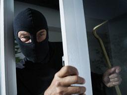 Се обидел да ограби продавница, па завршил во полициска станица