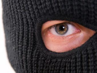 Разбојници нападнале старица: Под закана со нож украле пари