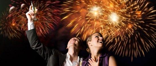 Суеверија за Нова година: Нова облека, не изнесувајте пари, отворете ја вратата на полноќ…