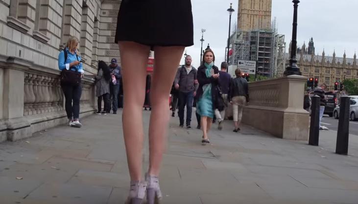 Оваа убавица ги има најдолгите нозе во светот (ФОТО+ВИДЕО)