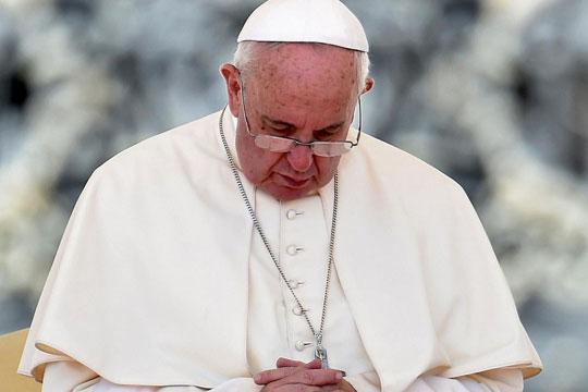 Папата Франциско: Да се помолиме за неродените деца, за гладните и за оние кои држат оружје во рацете
