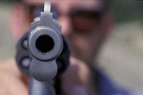 Разбојник со пиштол ограбил банка во скопско Маџари среде бел ден