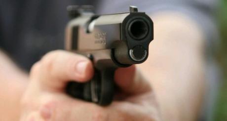 Маж вперил пиштол во 12-годишник и се обидел да го ограби