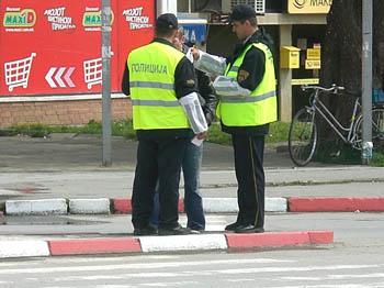 Им ги одземал документите на полицајци поради сообраќаен прекршок