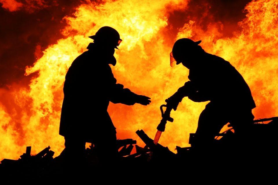 Пожар во близина на стадионот во Могила