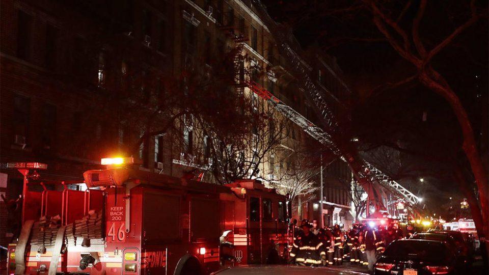 ФОТО: Пожар во станбен блок во Њујорк – Најмалку 12 загинати, меѓу нив и дете (1)