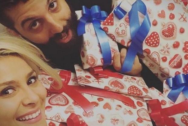 """ФОТО: Бремената Сара Мејс """"удри"""" по сопругот Димитар- """"Малку ми е дома…"""""""