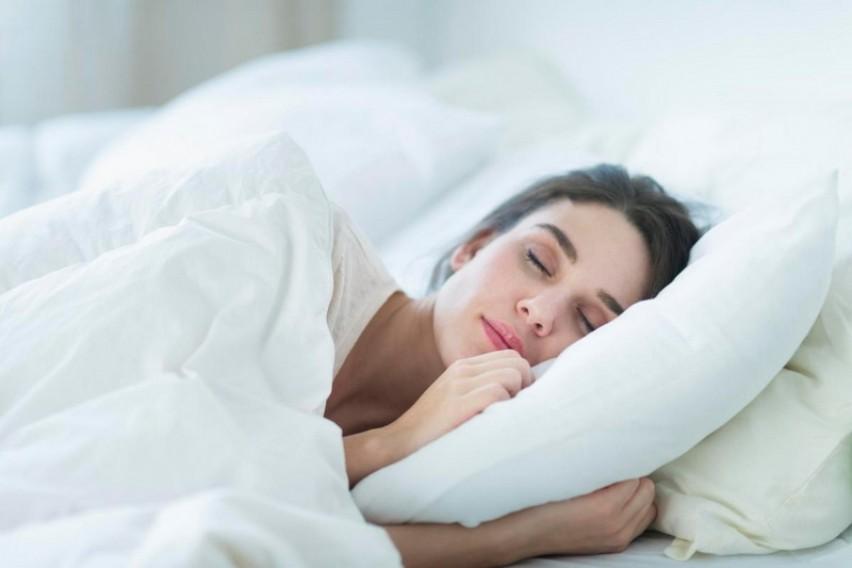Спиете пет до шест часа во текот на ноќта? Докторите советуваат веднаш да ја промените оваа навика