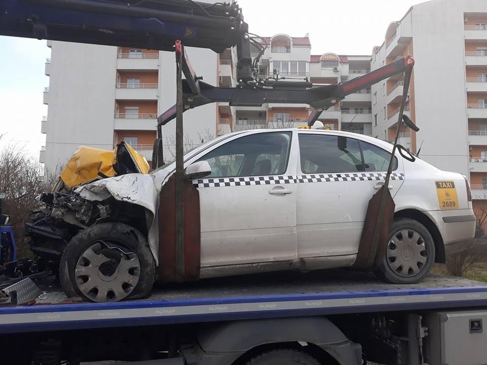 """Карамбол на булевар """"Србија"""": Ауди удри во два автомобили, усмртен таксист, Аудито целосно запалено"""